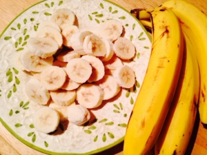 sliced bananas/littlejudeonfood.com